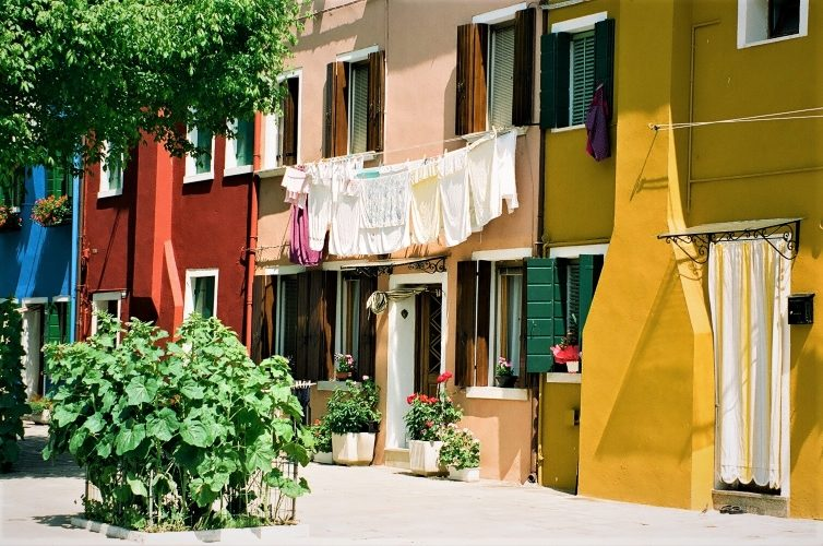 Burano's Candy-Colored Casas - Gallery Slide #8