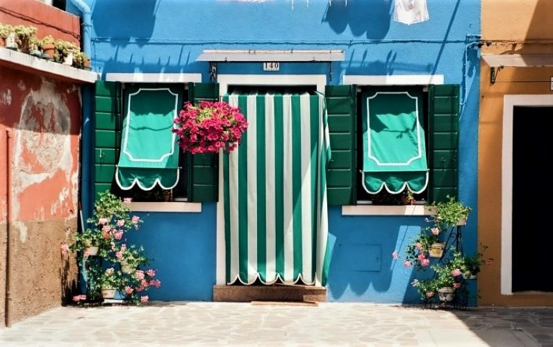Burano's Candy-Colored Casas - Gallery Slide #31