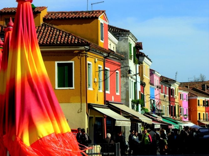 Burano's Candy-Colored Casas - Gallery Slide #1